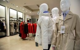 Visual merchandising implementation techniques and its importance in apparel retail showrooms