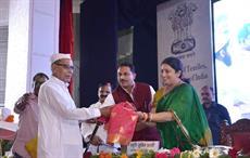 Courtesy: PIB - Rajiv Pratap Rudy (L) & Smriti Irani honouring a veteran weaver