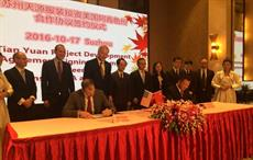 Mike Preston, executive director of the Arkansas Economic Development Commission (AEDC), signing MoU with Tang from Suzhou Tianyuan Garments company. Courtesy: Government of Arkansas