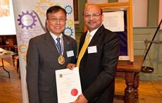 Subhash Bhargava (right) receiving the award from  Prof Philip Yeung Kwo-wing, the new SDC president.