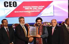 Vaqar Arif (3rd from left), head of finance, Archroma Pakistan, receiving the EFP 'Employer of the year' award from Nasir Hussain Shah (2nd from left), sindh minister of labour; Courtesy: Archroma