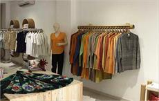 Indian textiles minister unveils handloom brand 'Navibhu'