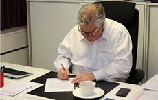 Jan Åström signing the UN Global Compact; Courtesy: Ahlstrom-Munksjö