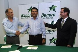 L-R: Mr. Alvaro, Mr. Yusuf, Mr. Rivas/La Prensa