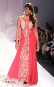 Paras & Shalini show sea-inspired collection on WIFW