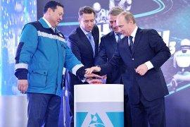 President Putin (R) commissioning plant