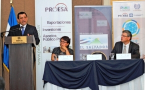 (L) Minister Hernandez at the seminar