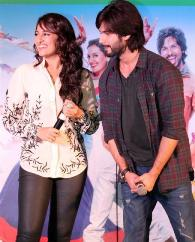 Shahid dons French Connection shirt for R..Rajkumar promo