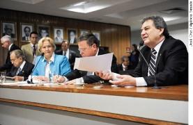 Senator Moka (R)(c: Senate Agency/Jose Cruz)