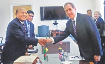 Mr. Ahmed (L) & Mr. Froman/Daily Star/Commerce Ministry