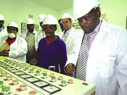 Mr. Vilakati (R) at ginnery/Swazi Observer