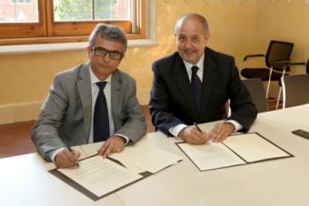 Mr. Jordi Ribes (L) and Mr. Felip Puig/c: gencat