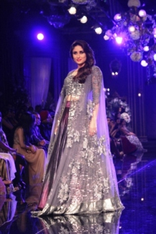 Kareena Kapoor Khan in Manish Malhotra