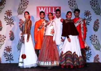 Models wearing grand finale collection GULBAGH