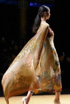 Model shows Sun Xiuqin