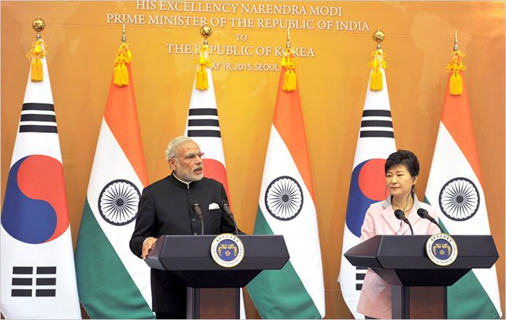 Narendra Modi (left) and Park Geun-hye/Courtesy: PIB