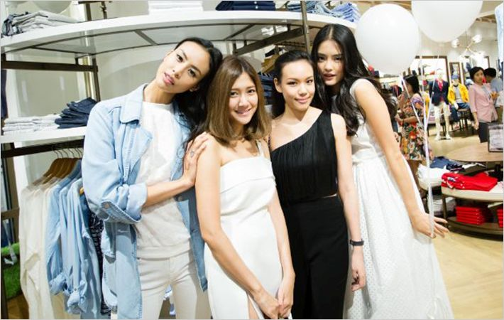 Thai top models at new store