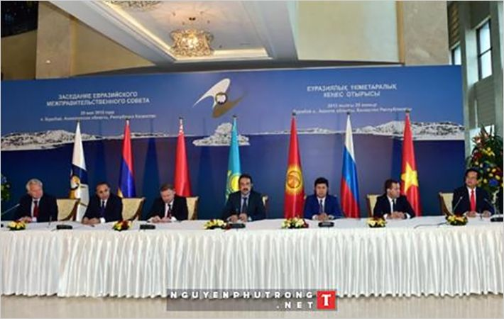 Vietnamese PM and his EEU counterparts signing FTA/C: VGP