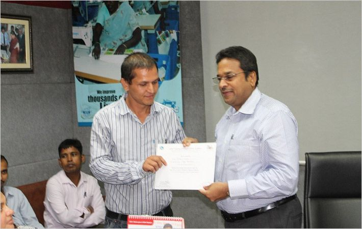Dr. Darlie Koshy (right) giving certificate to a participant