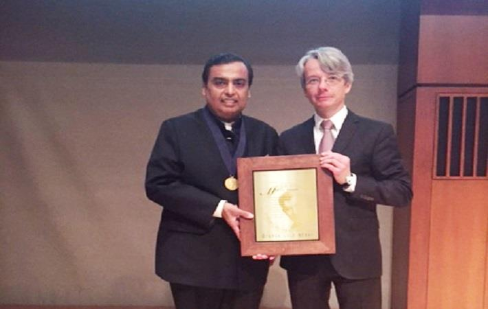 Mukesh Ambani receiving the Othmer Gold Medal from Carsten Reinhardt CEO of CHF