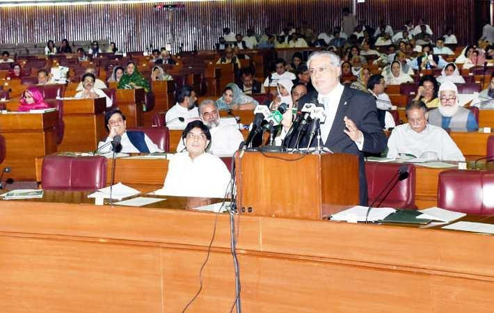 Pakistan finance minister Mohammad Ishaq Dar presenting Budget 2016-17 in the National Assembly. Courtesy: PID