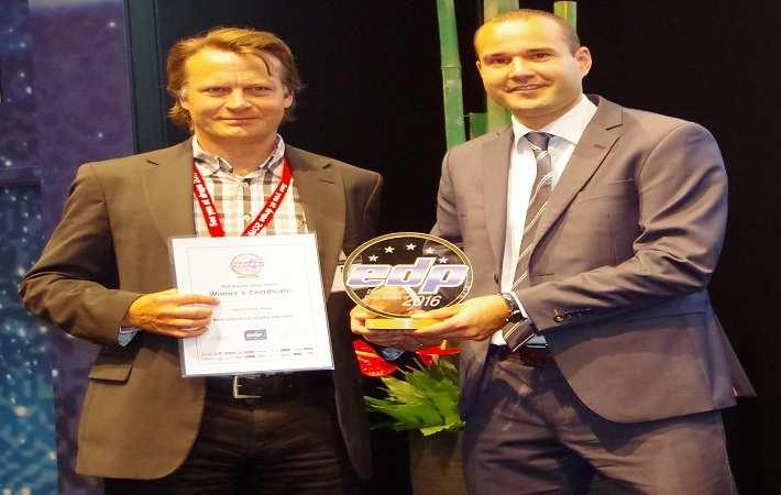 Jorgen Lindahl (right) accepts the EDP award for SPGPrints from Martin Spaar (left) of