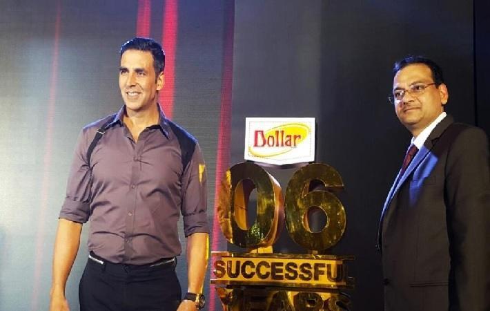 Akshay Kumar (L) & Vinod Gupta (R)