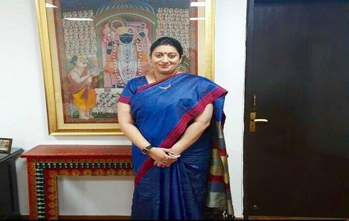 Textiles minister Smriti Irani in her #IWearHandloom look. Courtesy: Twitter