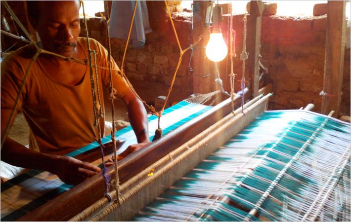 Textile minister seeks feedback on Surat weaver's issues