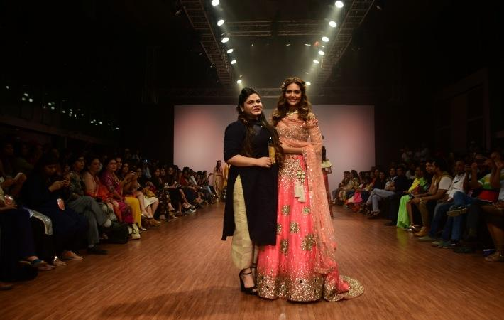 Esha Gupta showstopper for Yadav at India Runway Week