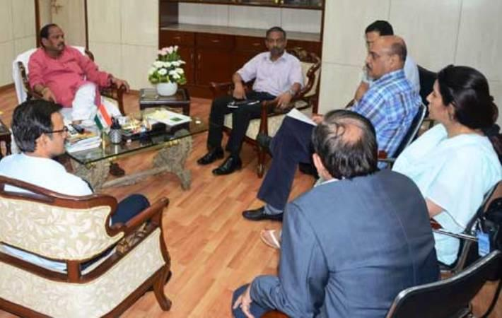 Chief minister Raghubir Das with delegation of Orient Craft. Courtesy: Rashtriya Khabar