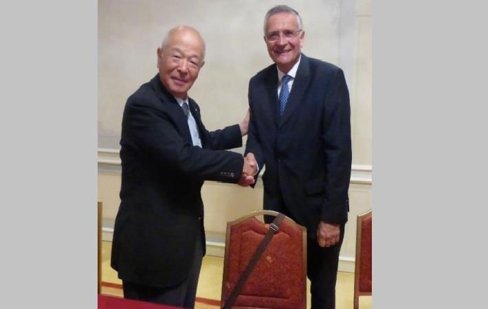 Akikazu Shimomura, President, JTF, with Euratex President Serge Piolat