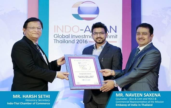 Smarth Bansal, Brand Manager, ColorJet India receiving the award