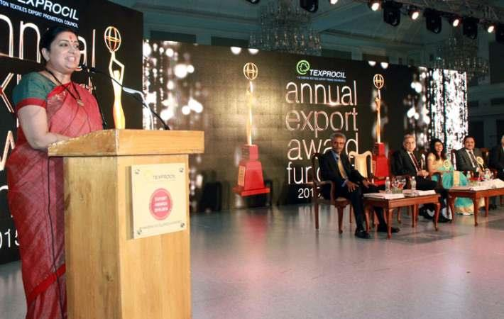 Union textiles minister Smriti Irani addressing at the Texprocil Annual Export Awards. Courtesy: PIB