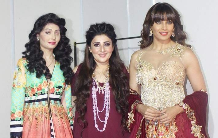 Reshma Qureshi, Archana Kochhar and Bipasha Basu at Digital Surat Couture. Courtesy: Narayan Texfab Pvt. Ltd.