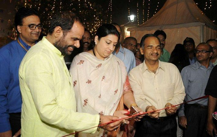 Union minister of textiles Smriti Irani inaugurating the exhibition cum sale of handicrafts, developed by the Artisans of Clusters. Courtesy: PIB