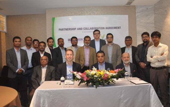 Representatives from Huntsman and Viyellatex Group at the collaboration agreement signing ceremony. Courtesy: Huntsman