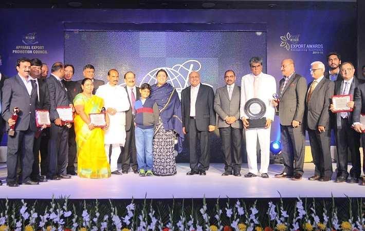 Smriti Irani with the recipients of the AEPC Export Awards. Courtesy: PIB
