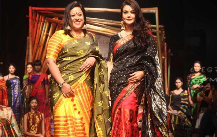 Sanjukta Dutta and Preity Zinta at Lakme Fashion Week 2017. Courtesy: Sanjukta