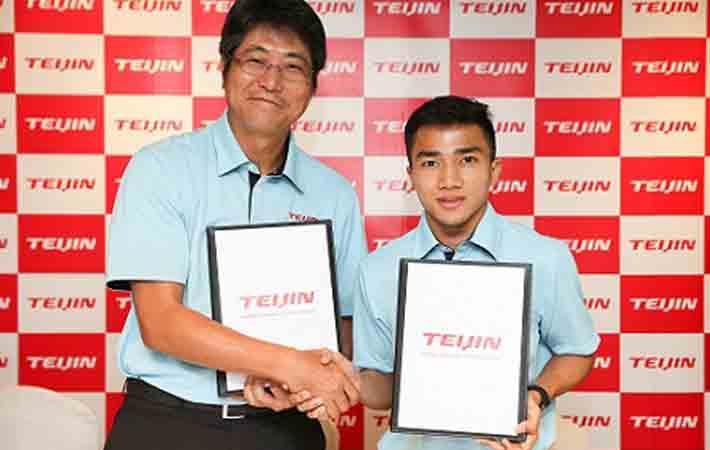 Left:Tadashi Sakata, President, Teijin Polyester (Thailand) Limited & Chanathip Songkrasin