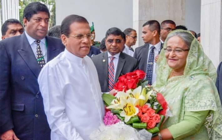 Sri Lankan President Maithripala Sirisena (in white) being welcomed by Bangladesh Prime Minister Sheikh Hasina; Courtesy: news.lk