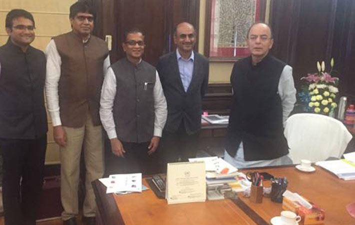 From left to right: Shrihari, Raja Shanmugam, Prabhu Damodaran, and Krishna Kumar with Arun Jaitley