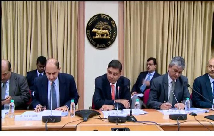 RBI Governor Urjit Patel (Centre) and other officials at the Third Bi-Monthly Monetary Policy Press Conference; Courtesy: RBI