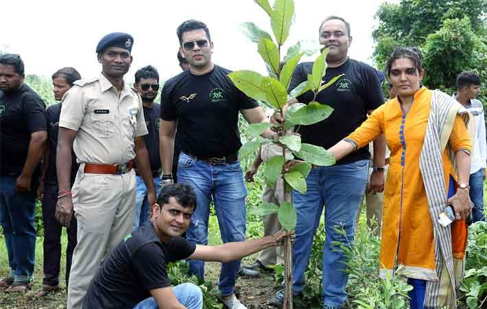 Viral Desai (2nd left standing) during tree plantation drive. Courtesy: Zenitex