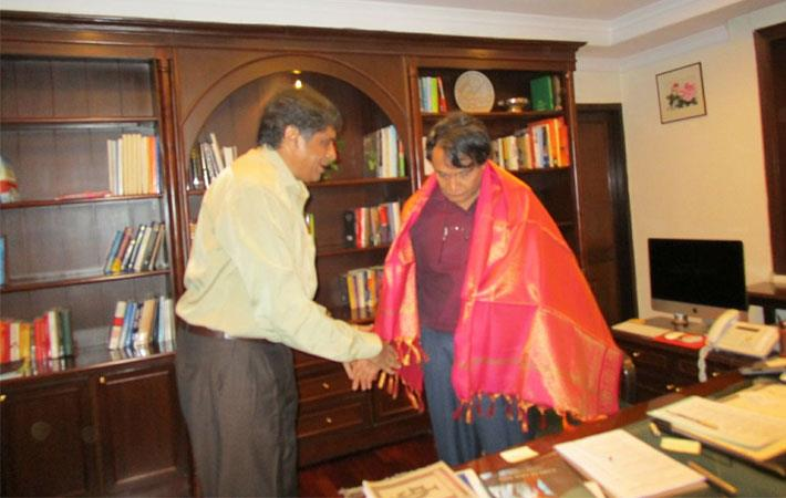 TEA representative with Union commerce minister Suresh Prabhu (right); Courtesy: TEA