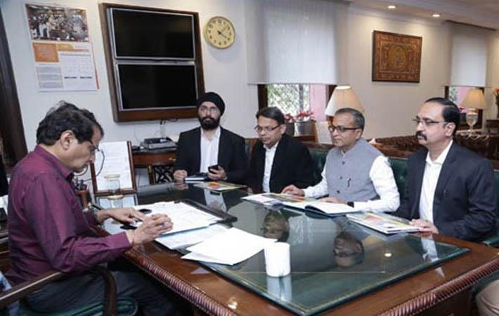 ITF delegation with Union commerce minister Suresh Prabhu (left)