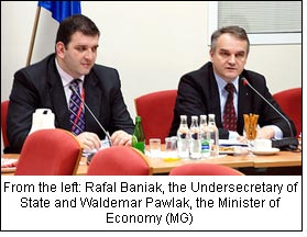 From the left: Rafal Baniak, the Undersecretary of State and Waldemar Pawlak, the Minister of Economy (MG)