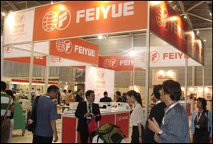 FeiYue exhibits latest sewing machine technology at JIAM