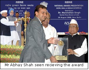 Mr Abhay Shah seen recieving the award
