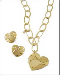 Gold jewellery apt Valentine gift for everlasting qualities